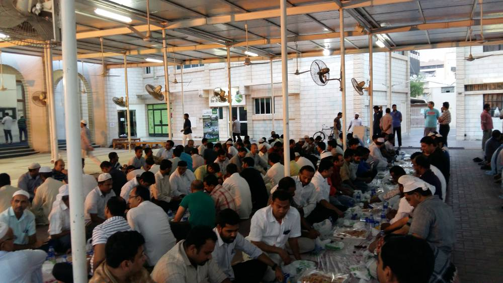 Food Banking Regional Network cooperates with Dar El Ber Society to serve Ashoura Iftar Meals to fasting people in the UAE on 23-10-2015 and 24-10-2015